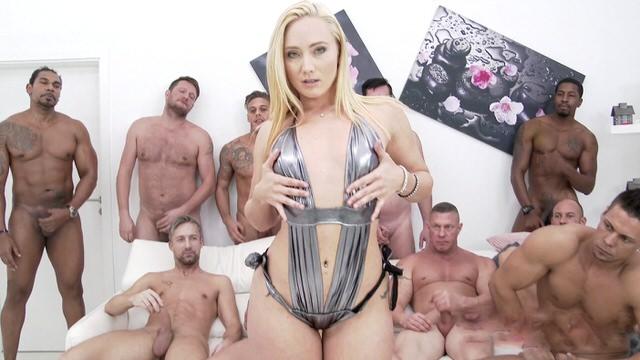 Порно Секс Одна На Всех Кончают Внутрь