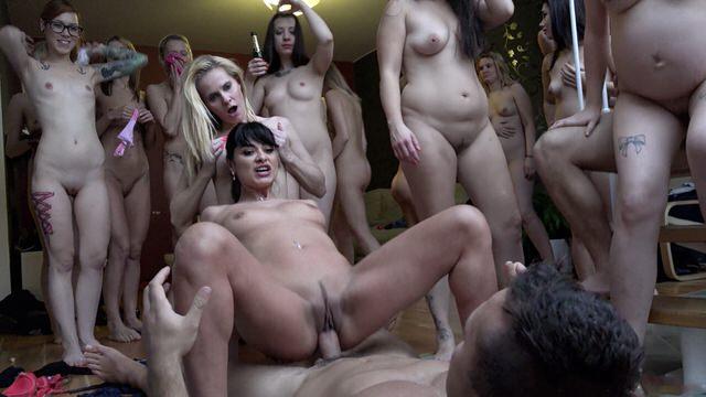Женщины Ебут Мужчин Порно Видео